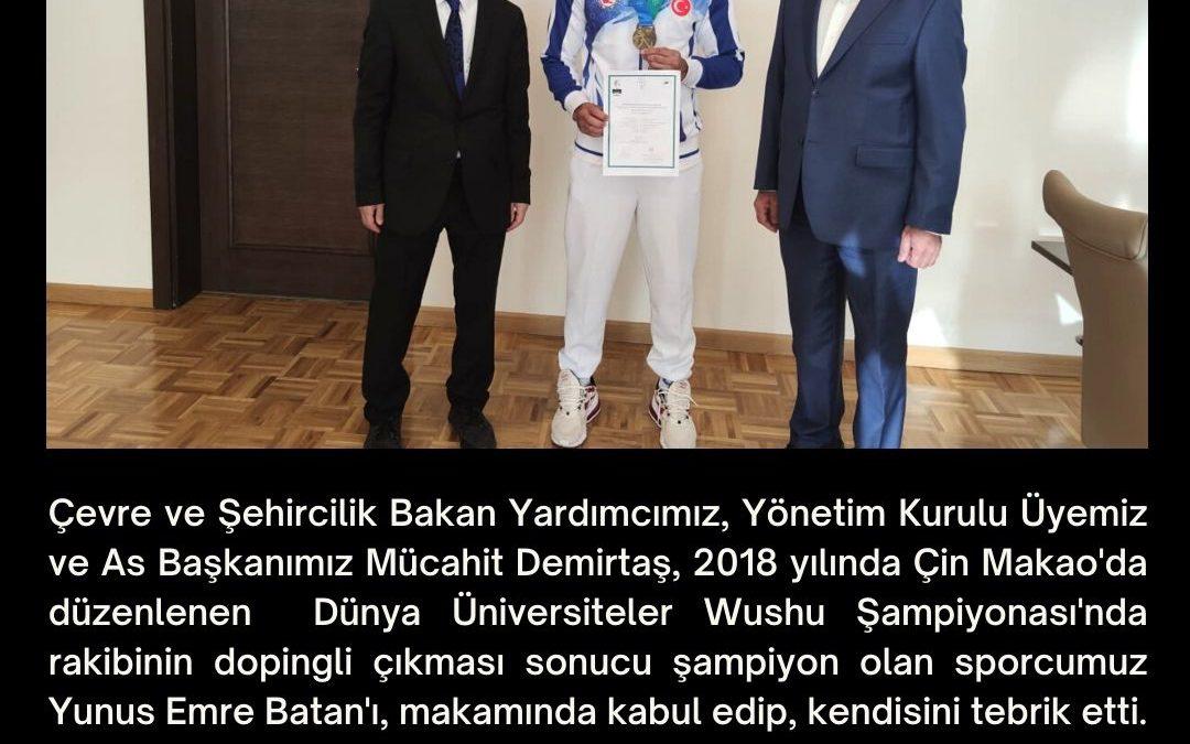 Çevre ve Şehircilik Bakan Yardımcımız, Yönetim Kurulu Üyemiz ve As Başkanımız Mücahit Demirtaş, 2018 yılında Çin Makao'da düzenlenen  Dünya Üniversiteler Wushu Şampiyonası'nda rakibinin dopingli çıkması sonucu şampiyon olan sporcumuz Yunus Emre Batan'ı, makamında kabul edip, kendisini tebrik etti.